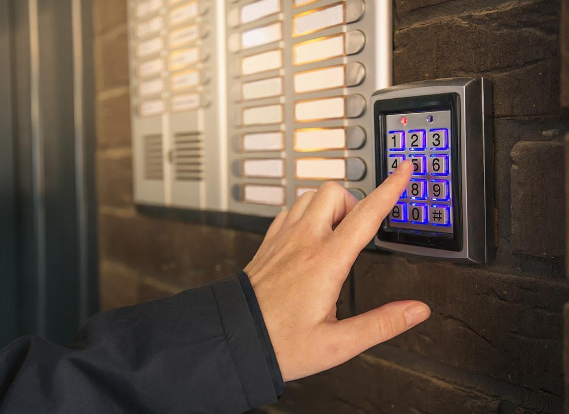 door-access-security-services-min