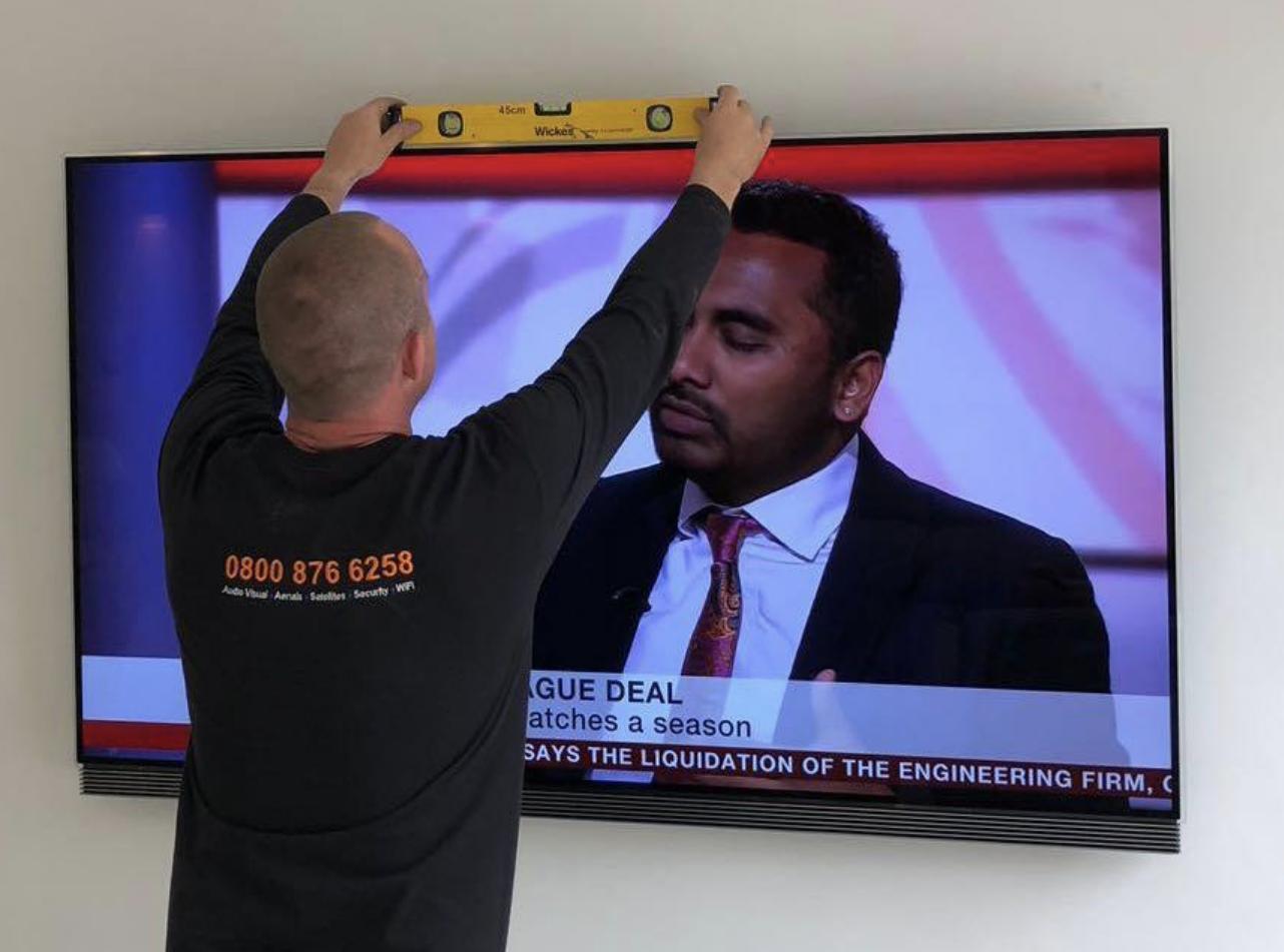 stu-hanging-tv