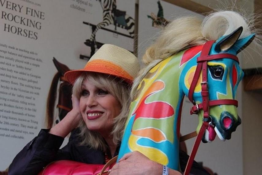 joanna-lumley-horse-3-min