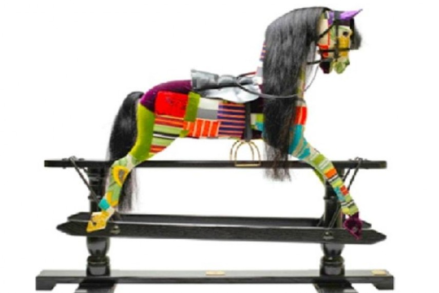 lisa-whatmore-horse-v2-min