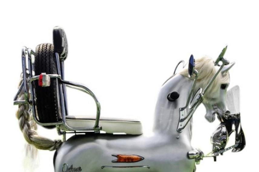 stephen-webster-horse-min